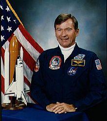 ジョン・ヤング - 宇宙飛行士、海軍大佐