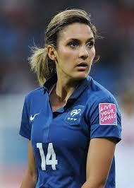ルイザ・ネシブ - 女子サッカー選手