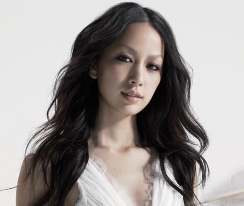 中島美嘉 - 歌手、女優
