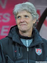 ピア・スンドハーゲ - 女子サッカー監督