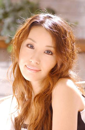 鈴木紗理奈 - タレント、女優、歌手