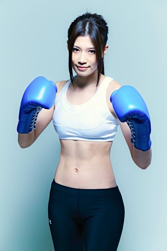 高野人母美 - モデル、プロボクシング選手