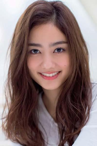 谷まりあ - タレント、モデル