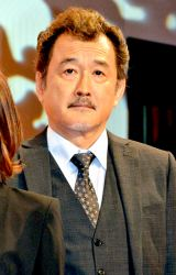 吉田鋼太郎 - 俳優、演出家
